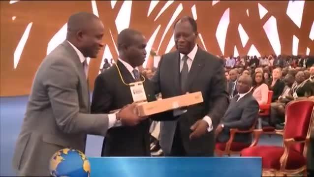 Distinction du  président de Hanhimanti par le président, Alassane Ouattara
